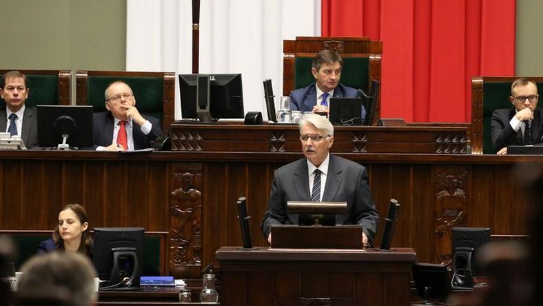 Minister Witold Waszczykowski  prezentuje założenia polityki zagranicznej PiS w Sejmie, fot. sejm.gov.pl/Krzysztof Białoskórski
