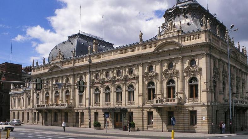 Wśród zaplanowanych prac jest, między innymi, wymiana stolarki okiennej w całym kompleksie pałacowym