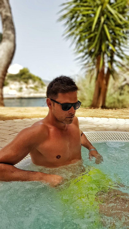 Marek Kaliszuk w basenie