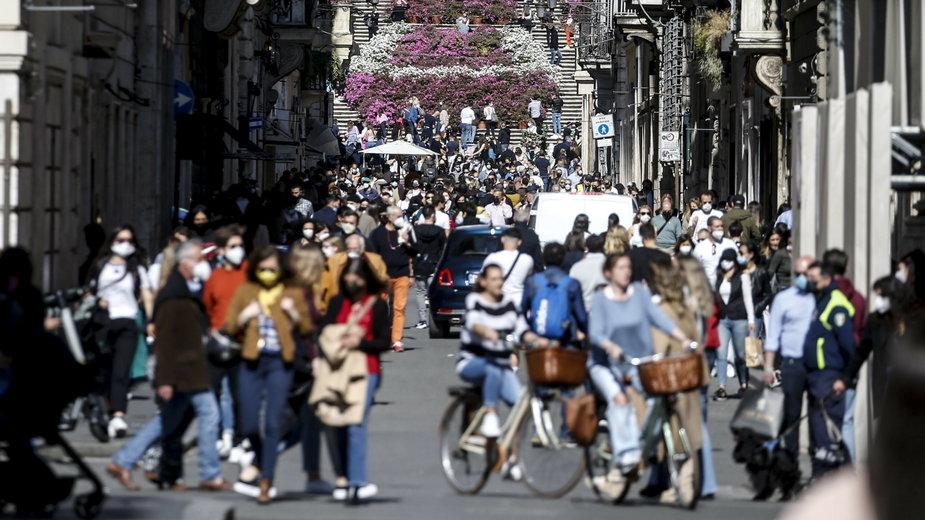 We Włoszech tłumy na ulicach przed częściowym otwarciem kraju