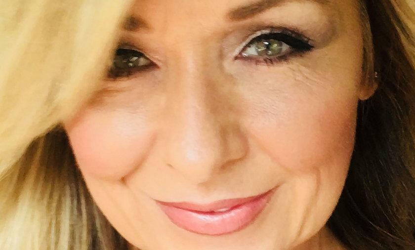 50-letnia Theresa nie zmywała makijażu przez 25 lat. Omal nie straciła wzroku