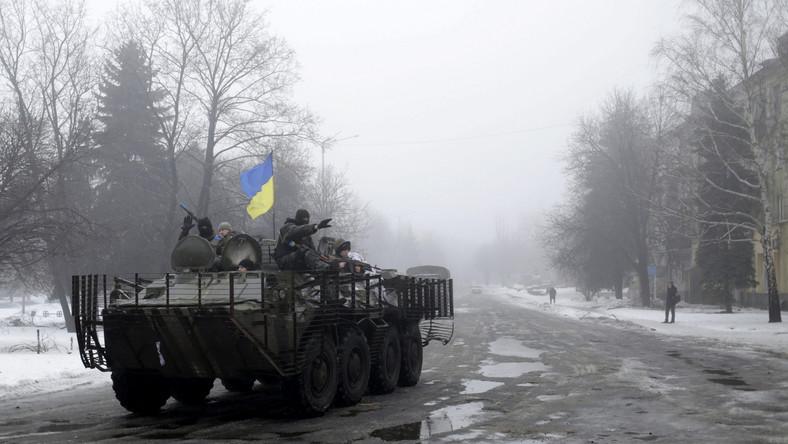 Ukraiński patrol wojskowy niedaleko Doniecka