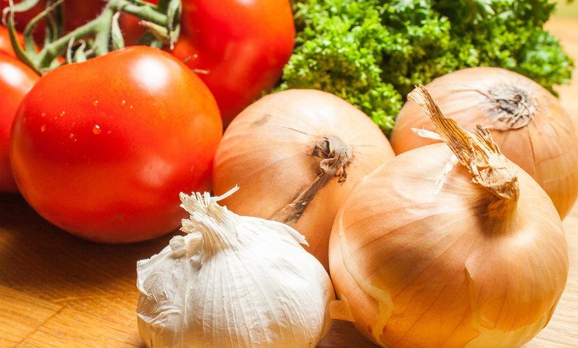 Pomidor, cebula, czosnek