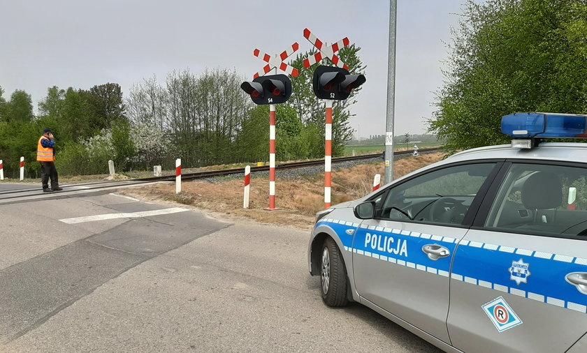 Śmiertelny wypadek na przejeździe kolejowym w okolicach Kołobrzegu.