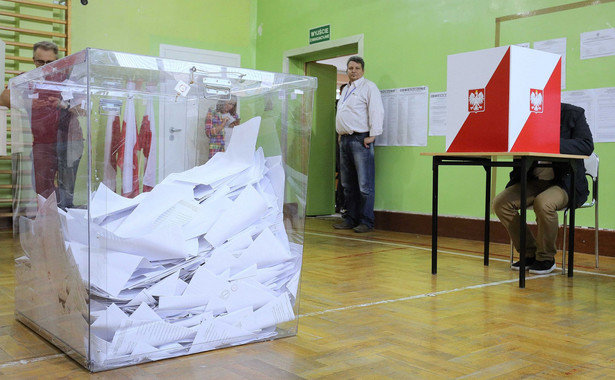 Sejm odrzucił poprawki Senatu skreślające z noweli specustawy zmiany w Kodeksie wyborczym i ustawie o RDS