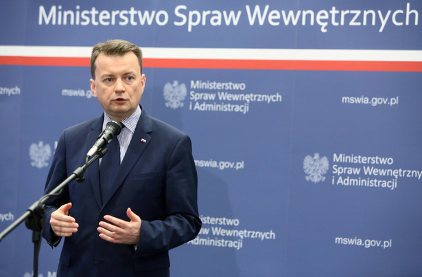 Minister spraw wewnętrznych i administracji Mariusz Błaszczak podczas konferencji prasowej w Warszawie.