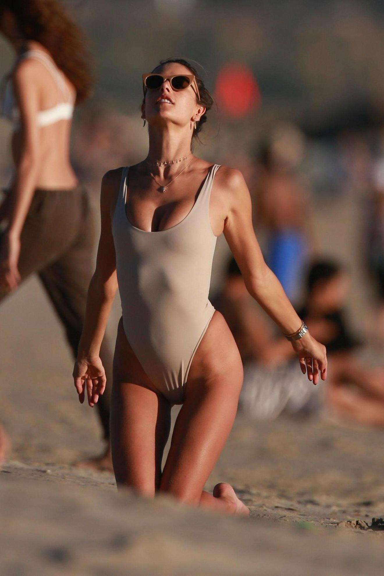 Manekenka na plaži