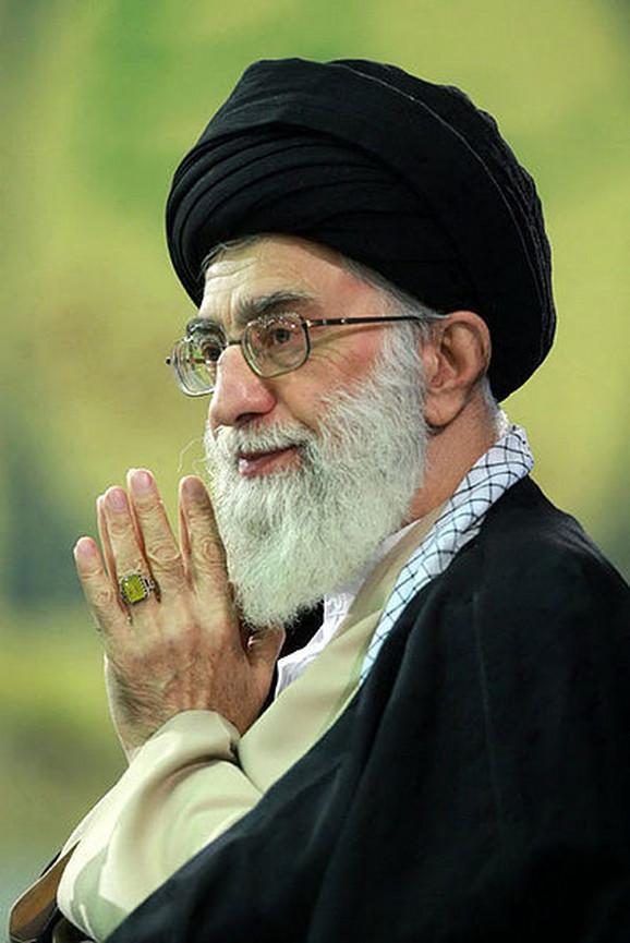 Ajatolah Ali Hamnei: Tramp je nesposoban