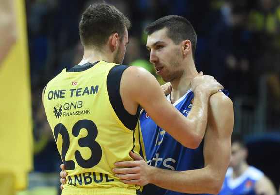 Marko Gudurić i Ognjen Dobrić tokom duela Zvezda - Fenerbahče