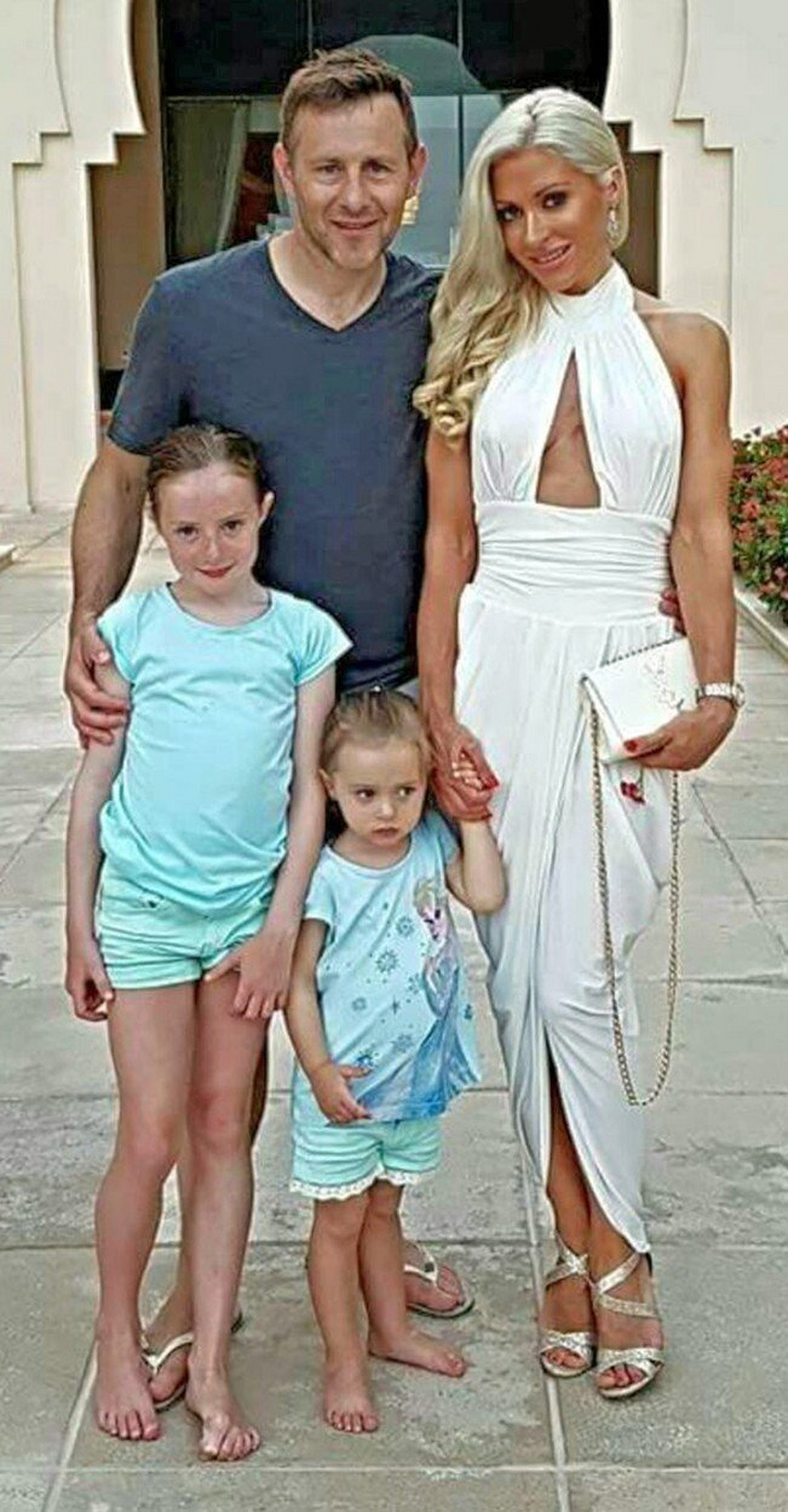 Sa suprugom i ćerkama