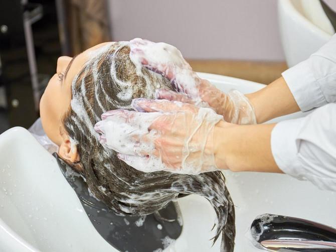 Samo je htela lepu frizuru, a jedna poseta salonu joj je UNIŠTILA ŽIVOT: Ovo svi radimo kod frizera, a može da bude FATALNO