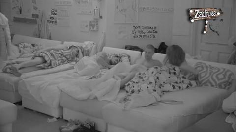 NISU MOGLI DA OBUZDAJU STRASTI: Vrela akcija, tresao se krevet! VIDEO