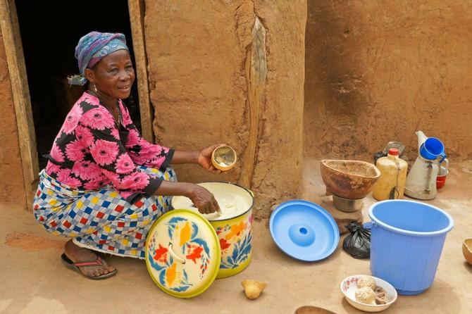 Žene u Gani već generacijama ručno prave ši buter