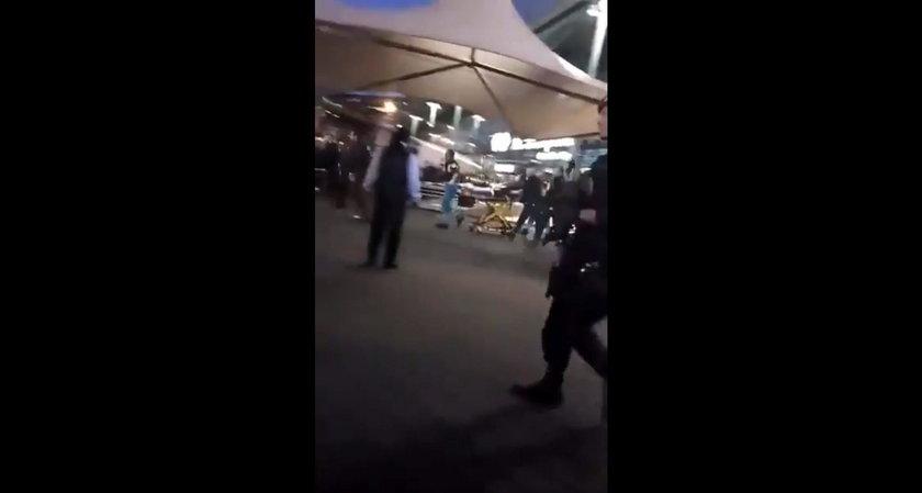 Groza na lotnisku! Policja postrzeliła nożownika
