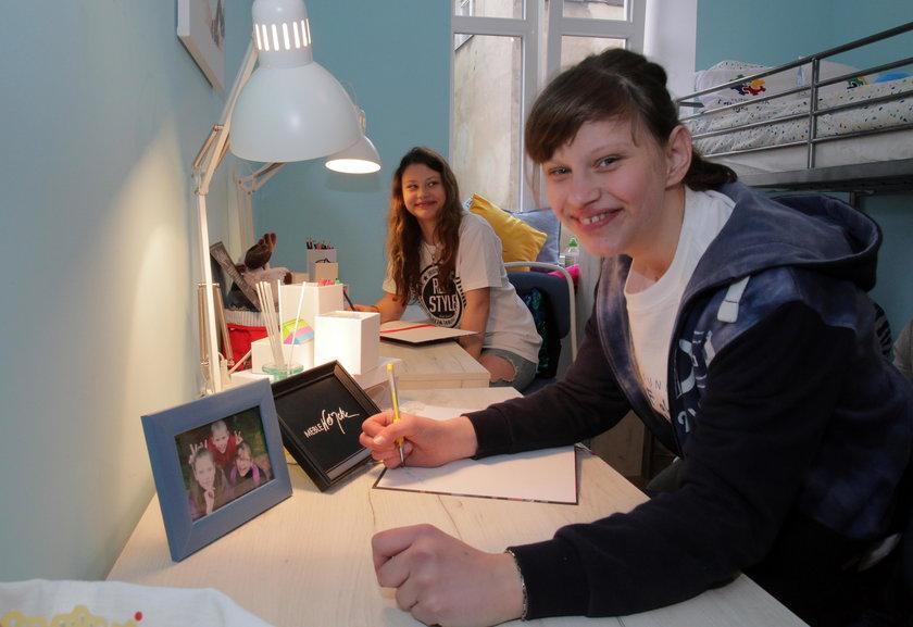 Milena i Justyna w swoim pokoju