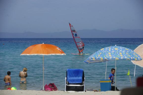 Na svakoj plaži mora da postoji deo za turiste koji ne žele da iznajmljuju ležaljke