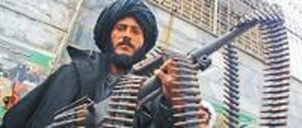 W Afganistanie działa około 70 tys. rebeliantów. Ich wyeliminowanie w pokojowy sposób kosztowałoby 800 mln dol. Fot. East News