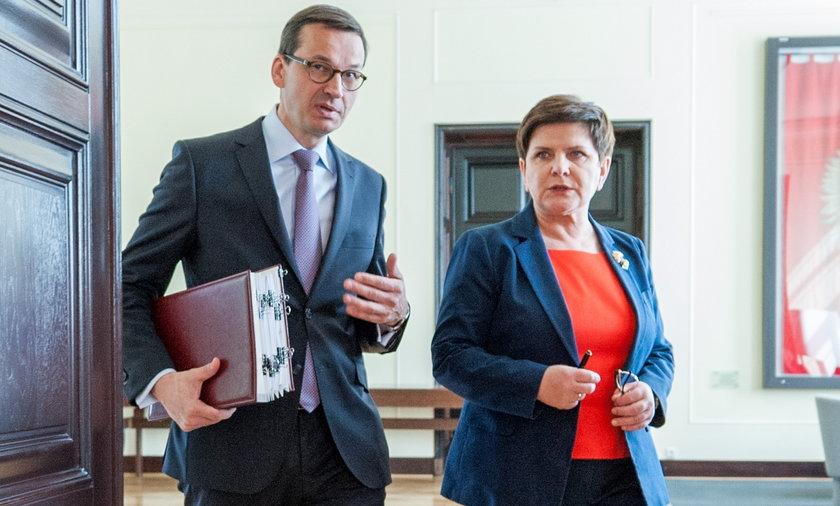 Premier Mateusz Morawiecki i była premier Beata Szydło.