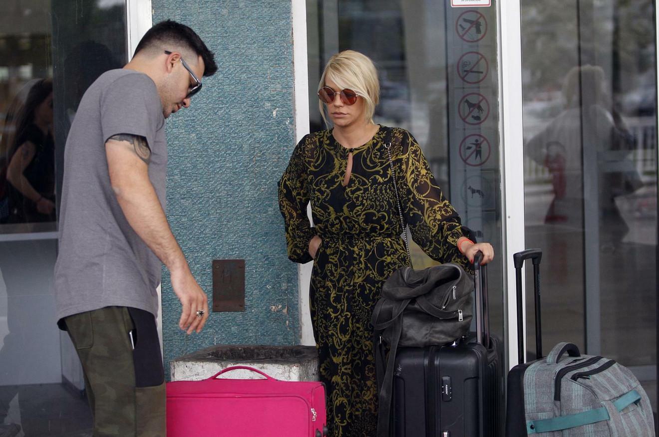 Par ponovo na aerodromu uoči jednog od nekoliko zajedničkih putovanja