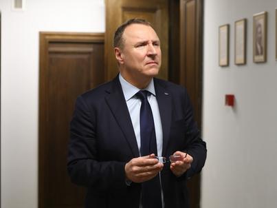 Jacek Kurski został prezesem TVP w styczniu 2016 roku. W październiku wygrał konkurs Rady Mediów Narodowych