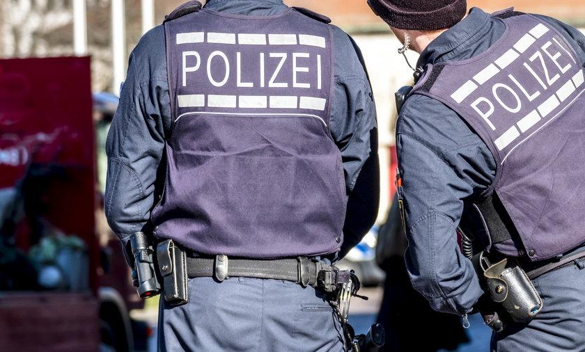 Niemcy: kobieta wezwała policję do atrapy granatu.