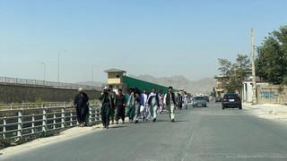 Afganistan: Co najmniej 5 osób zginęło na lotnisku w Kabulu, usiłując dostać się na pokłady samolotów