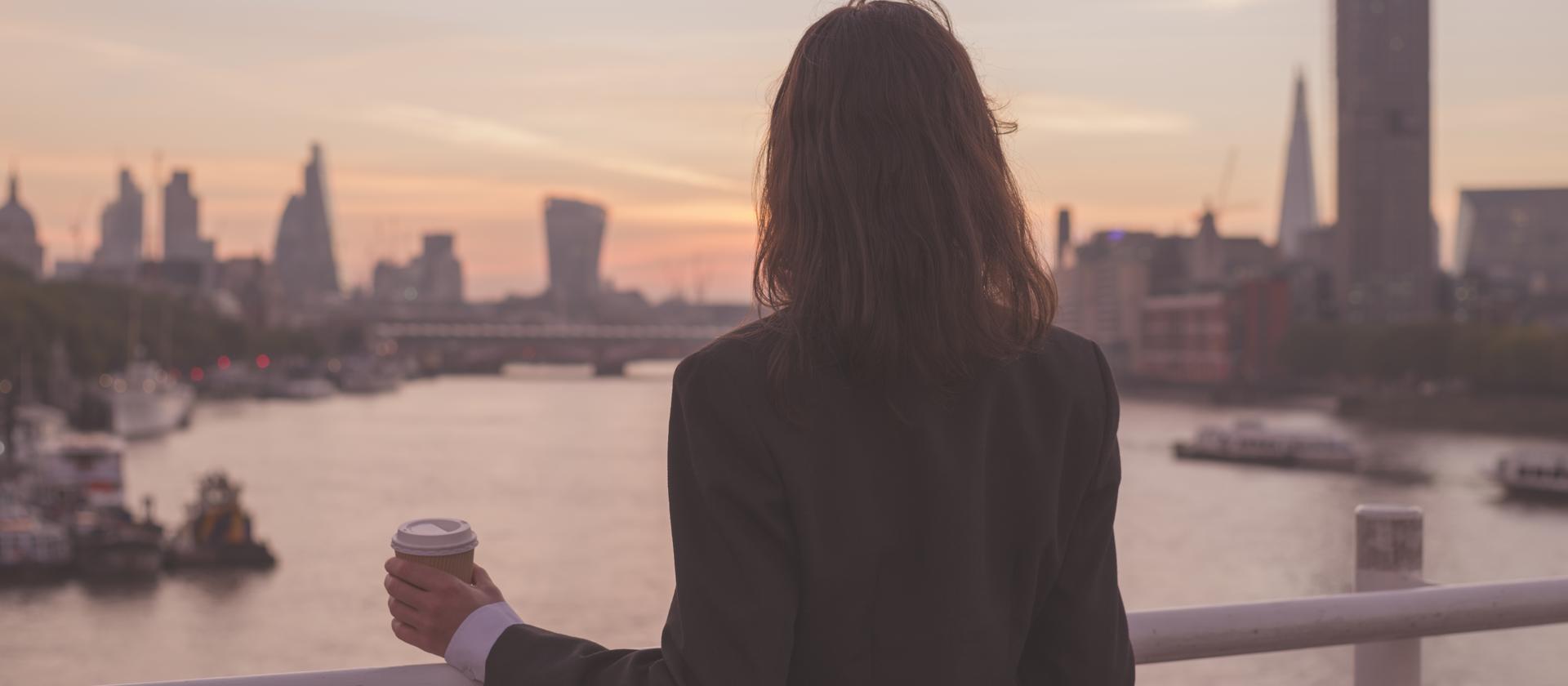 Im więcej kobiet na rynku pracy, tym lepiej dla gospodarki. Ale wciąż brakuje ich na szczycie biznesu