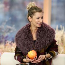 Magdalena Schejbal w płaszczu z futrzanym kołnierzem. Ładnie?