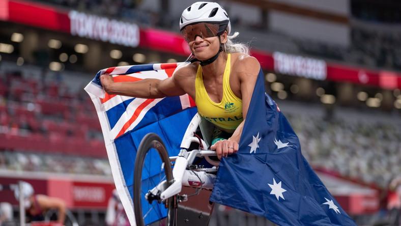 Radość Australijki Madison De Rozario po zdobyciu złotego medalu w biegu na 800 metrów