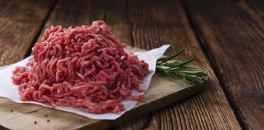 Mięso popularnej firmy wycofane ze sklepów. Nie jedz go!