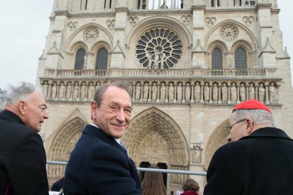I gradonačelnik Pariza Betran Delano (C) prisustvovao je događaju