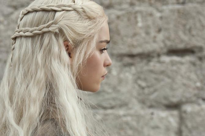 Ledeno plava kosa kraljice Kalisi je izašla iz mode, sada je u trendu