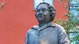 Kobieta z torebką. Niesamowite zdjęcie Polki i jej tragiczny los na szwedzkiej ziemi. Czy zasłużyła na pomnik?