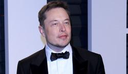 Jest bogatszy niż Bill Gates i Warren Buffet... razem wzięci