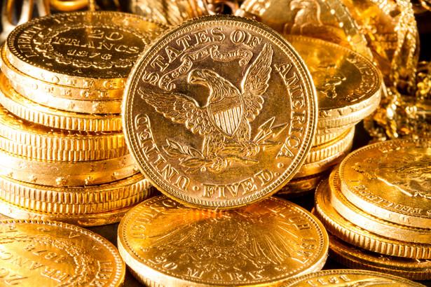 Dolar nabiera sił