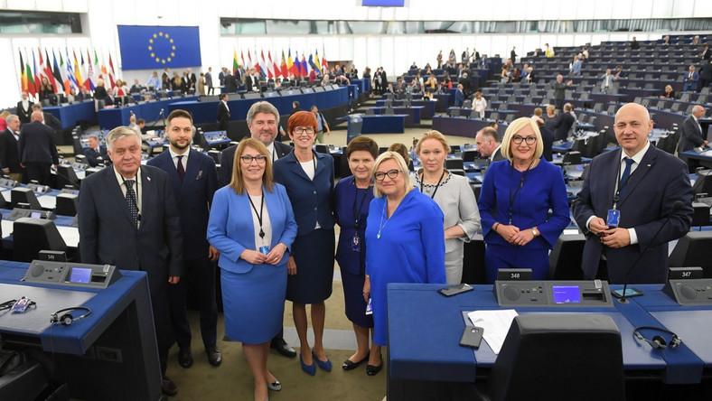 Eurodeputowani IX kadencji Parlamentu Europejskiego pochodzą z około 190 partii politycznych wszystkich państw członkowskich.