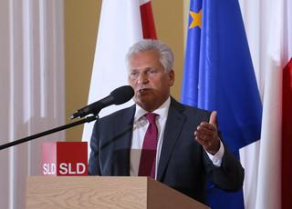 Kwaśniewski i Cimoszewicz: Obecna konstytucja się sprawdziła. Zmiany niepotrzebne