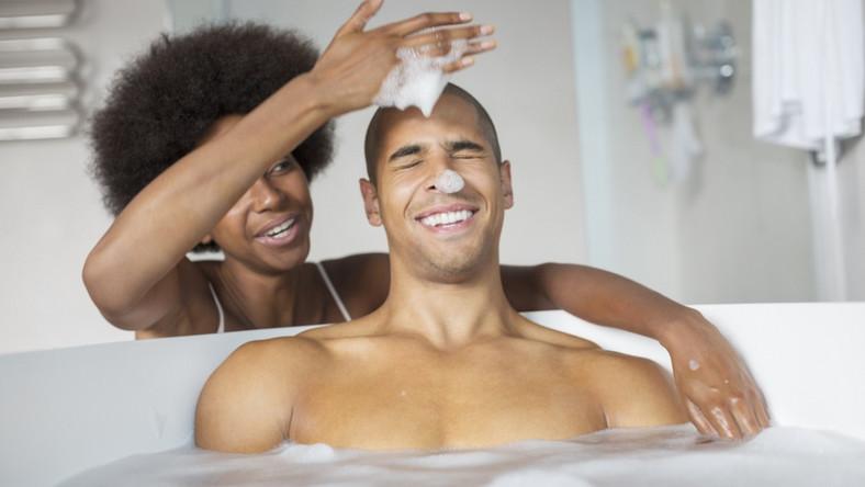 Couple sharing a bath [Credit - Madamenoire]