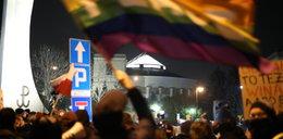 Strajk przed Sejmem. Policja wylegitymowała demonstrantów