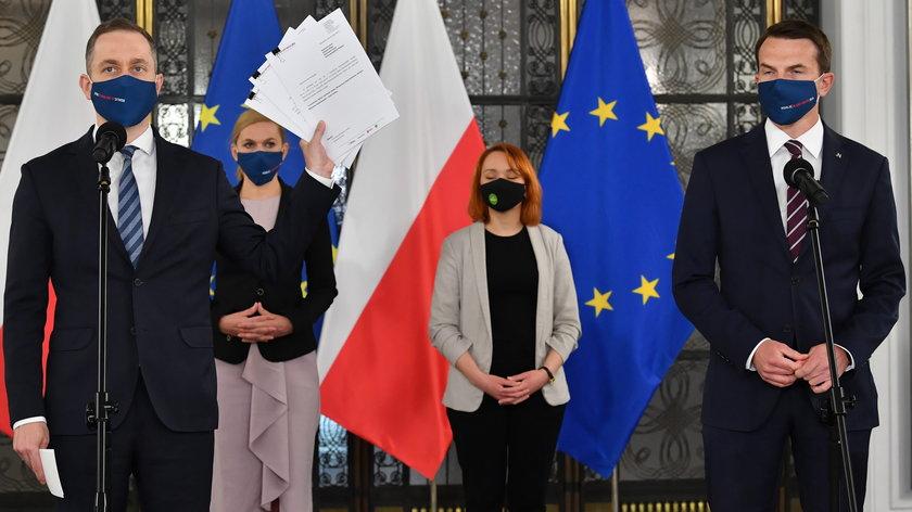 KO składa wnioski o wotum nieufności wobec Jacka Sasina, Michała Dworczyka i Mariusza Kamińskiego