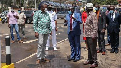 Uhuru, Raila make impromptu visit of the Green Park Bus Terminus (Photos)