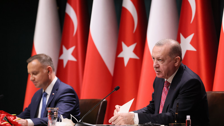 Prezydent RP Andrzej Duda (L) i prezydent Republiki Turcji Recep Tayyip Erdogan (P) i