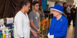 Królowa Elżbieta odwiedziła ofiary pożaru w Londynie