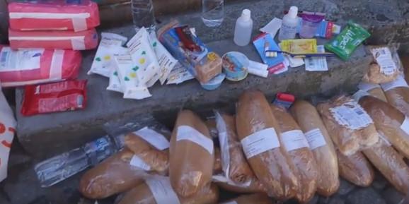 Hleb, paštete, vlažne maramice