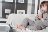 Inhalacija stock-photo-little-girl-making-inhalation-with-nebulizer-at-home-child-asthma-inhaler-inhalation-nebulizer-767023786
