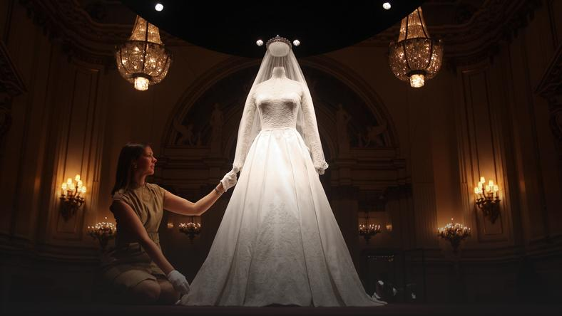 9b28ded145 Suknia ślubna Kate została uszyta z ręcznie robionych koronek