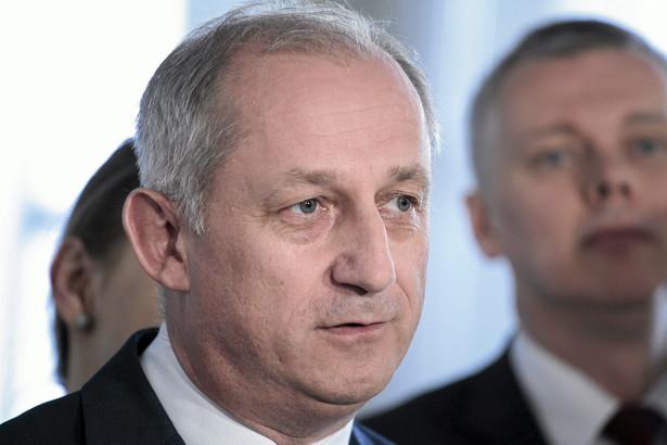 KE w poniedziałek wszczęła postępowanie ws. tego podatku i wezwała Polskę do zawieszenia jego stosowania.