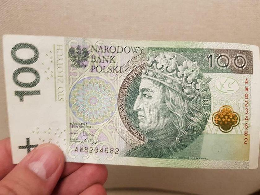 Rogalin: ksiądz Adam Pawłowski rozdawał pieniądze na mszy