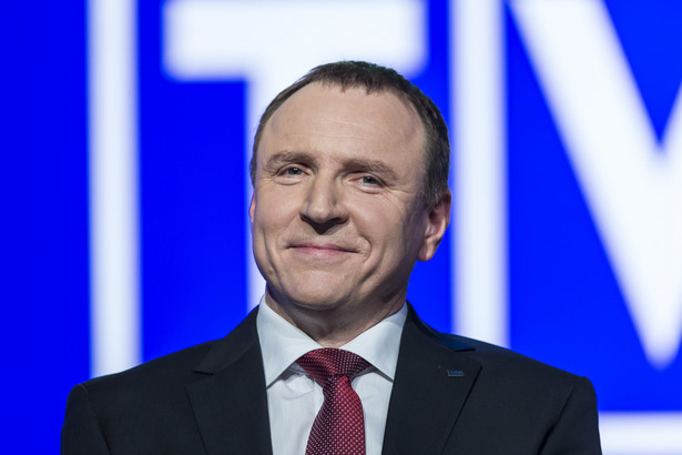 """W maju 2006 r. w programie TVP """"Warto rozmawiać"""" Kurski - wówczas poseł PiS - demonstrując egzemplarz """"GW"""" z artykułem o sobie powiedział, iż są w nim """"same kłamstwa""""."""
