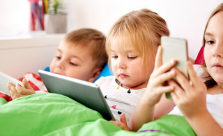 Leczenie uzależnień dzieci od nowych technologii: Będzie pilotaż, ale nie wiadomo, jakimi metodami